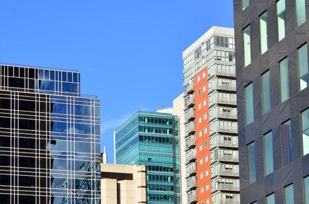 locales comerciales: MELBOURNE - 10 de abril 2014: Nuevos Edificios en Melbourne CBD.The Banco de la Reserva de Australia emitió una advertencia sobre un posible exceso de oferta de apartamentos en el distrito financiero de Melbourne como el mercado está hinchado con pisos vacíos Editorial