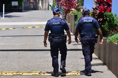 GOLD COAST, AUS - OCT 28 2014:Police officers patrols in Surfers Paradise. Gold Coast police on high terror alert warned to be hyper vigilant and patrol local mosques and critical infrastructure sites Éditoriale