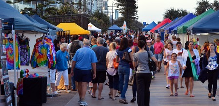 surfers paradise: SURFERS PARADISE AUS - NOV 05 2014:Visitors in Surfers Paradise Beachfront Markets.Its the largest Night Market in Gold Coast Queensland, Australia.It feature a variety of local tourism products. Editorial