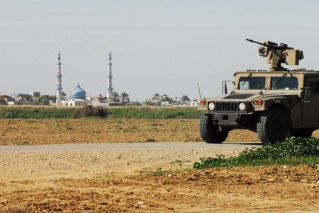retained: Nirim, ISR - 04 de febrero: IDF patrulla Humvee militar a lo largo de Gaza valla franja fronteriza en febrero o 4, 2009.Under su plan de retirada en 2005, Israel mantuvo el control exclusivo sobre la Franja de Gaza.