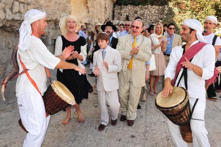 JERUZALEM -SEP 22: Bar Mitswa-ritueel bij de Klaagmuur op 22 september 2008 in Jeruzalem, Israël. Jongen die een Bar Mitswa is geworden, is moreel en ethisch verantwoordelijk voor zijn beslissingen en daden.