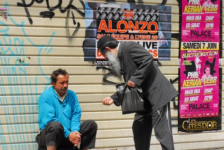 mendicant: MARSEILLE - MAY 07:French Jewish orthodox man give charity to poor man on May 07 2008 in Marseille,France.About 70,000 Jews live in Marseille Editorial