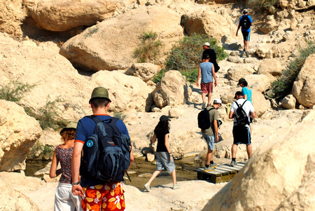 ein: EIN GEDI, ISR - SEP 27 :Visitors hiking in Ein Gedi spring on Sep 27 2007. Its a very famous and popular  oasis on the shore of Israels Dead Sea, the lowest place on Earth.