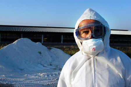 h5n1: WESTERN ISRAEL - MARCH 18: An Agriculture Ministry worker outside the infected turkey pens and near the chemical used for disengrading the dead turkey carcasses at Kibbutz En Hashlosha in the western Negev on March 18, 2006.