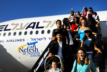 텔 아비브 - 2008 월 22 일 : 22 일 벤 구리온 공항에 알리야을 새로운 유대인 이민자 바빌론 유배 이후 이스라엘 땅에 유대인의 2008.It의 이민.