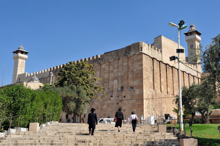 ヘブロン, イスラエル - すべての族長の伝統に 9 月 9 日 2009.According とユダヤ人の Matriarchs ヘブロンでマクペラの洞窟で 9 月 08:Visitors が埋葬されると 報道画像