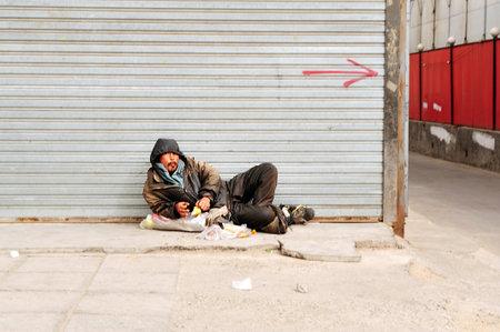 BEIJING - 13 de marzo: sin casa china el 13 de marzo de 2009 en Pekín, China.More de 135 millones de personas en China viven con menos de $ 1 al día