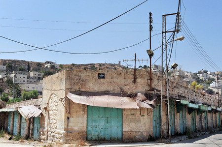 jewish houses: HEBRON, ISRAEL - SEP 08:Empty stores in Hebron Market on September 09 2009.More than 500 stores were closed by military order in the center of Hebron since the outbreak of the Second Intifada in 2000. Editorial