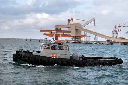 ashdod: ASHDOD - FEB 03:Tugboat in Ashdod seaport on February 03 2010.Its one of Israels two main cargo ports and one of the few deep water ports in the world to be built on the open sea. Editorial