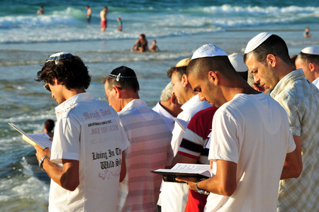 ashdod: ASHDOD - SEPTEMBER 09: Jewish people prays on the shoreline to symbolically cast away their sins in the Jewish ceremony of Tashlich to begin the Jewish new year on September 9 2010 in Ashdod, Israel. Editorial