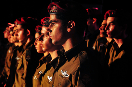 REHUVOT - SEPTEMBER 16:The memorial ceremony for fallen paratroopers force at the Monument in Tel Nof on September 16 2010 in Rehuvot, Israel. Éditoriale