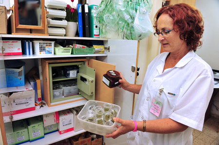medicinal marijuana: REHOVOT - JULY 17: A nurse holds Medical Cannabis in nursing home Hadarim on July 17, 2011.Marijuana is illegal in Israel but medical use has been permitted since the early 1990s for patients pain-related illnesses