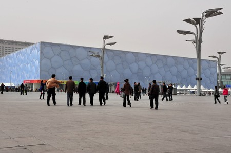 nataci�n sincronizada: BEIJING - APRIL 04:Visitors at the national aquatics center on April 04 2009 in Beijing, China.The Water Cube hosted the swimming, diving and synchronized swimming events of the 2008 Summer Olympics
