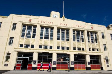 under fire: WELLINGTON - MARZO 01: estación de bomberos Wellington el día 01 Marzo 2013. El edificio de la bahía de 72 años de edad, Oriental debe fortalecerse antes de junio de 2020 conforme a la política del terremoto de Edificios Prone del Ayuntamiento de Wellington.