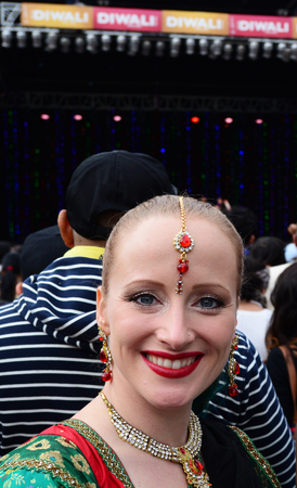 identidad cultural: AUCKLAND,  NZL - OCT 18 2015:New Zealander woman celebrating Diwali festival in Auckland,New Zealand.Its the most ancient and biggest Hindu festival in India celebrated in autumn every year