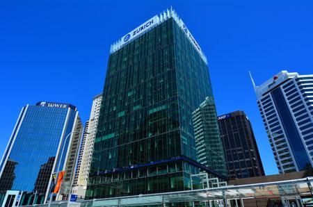 desarrollo económico: AUCKLAND, NZL - 05 de noviembre 2015: oficinas modernos edificios en Auckland downtown.The CDB de Auckland ha sido el principal centro de negocios de Nueva Zelanda y el desarrollo económico durante casi dos siglos.