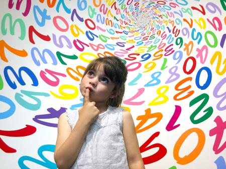 어린 소녀 (나이 5-6) 산술 문제를 해결하는 방법을 모르겠어요. 어린이 교육의 개념