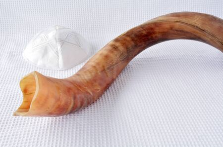 yamaka: Shofar (horn) and Yamaka on Rosh Hashanah and Yom Kippur High Holidays. Traditional Jewish holiday symbol. Concept with copy space