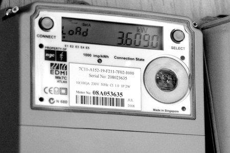 metro de medir: AUCKLAND - DIC 06 2015: meter.Concerns inteligentes se han planteado acerca de la seguridad de los contadores inteligentes, principalmente debido a que emiten el mismo tipo de ondas de radiofrecuencia RF como los teléfonos celulares y dispositivos Wi-Fi