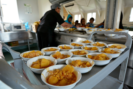 war refugee: Auckland, New Zealand - February 21, 2016: Syrian refugees are served lunch at the Mangere Refugee Resettlement Centre. New Zealand annual intake is 750 refugee but accepted extra 600 people fleeing war in Syria. Editorial