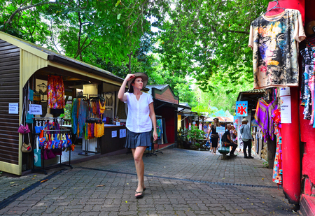 tableland: CAIRNS, AUS - APR 17 2016:Shoppers at the Original Rainforest  Market a popular travel destination in Kuranda at the Atherton Tableland tropical north of Queensland, Australia Editorial