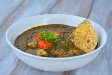 paneer: Traditional Indian cuisine of Punjabi Palak Paneer food served in a plate with Paratha flatbread. India food background and texture  copy space