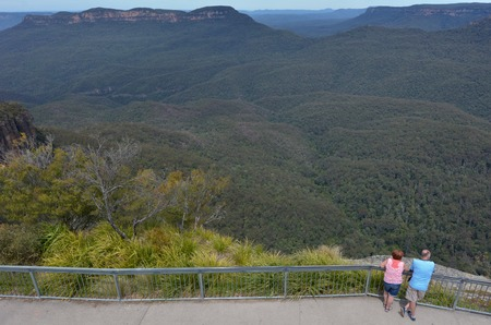 unrecognisable people: Aerial view of a unrecognisable couple of people look at Jamison Valley from Echo Point lookout in Katoomba in the Blue Mountains in New South Wales, Australia. Stock Photo