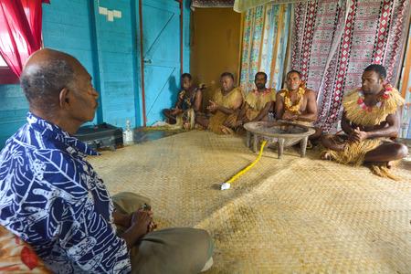 Traditionelle Kava Zeremonie in Fidschi. Der Konsum des Getränks ist eine Form des Willkommens und der Figuren in wichtigen gesellschaftspolitischen Ereignissen.