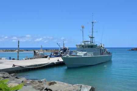 RAROTONGA - 29 DÉC 2017: Bateau de patrouille Te Kukupa, l'un des 22 patrouilleurs construits par l'Australie et donnés à 12 pays du Pacifique Sud dans le cadre de leur armée, de la garde côtière ou de la police. Banque d'images - 101323703