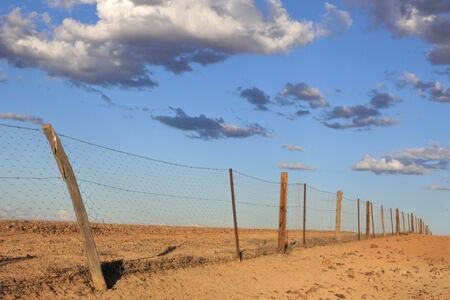 Dingo Fence near Coober Pedy in South Australia Outback.It is one of the longest structures in the world with total Length of 5,614 km. 스톡 콘텐츠