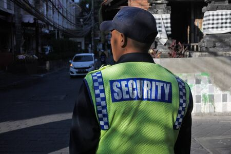 Bali, Indonesia - July 23 2019:Security person guarding main street in Kuta Bali Indonesia.Bali has been on a high security alert for Australians tourists since 2002. 新聞圖片