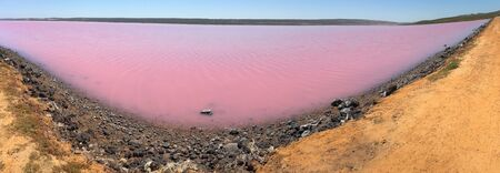 Panoramic landscape view of Hutt Lagoon pink lake at Port Gregory in Western Australia. Archivio Fotografico