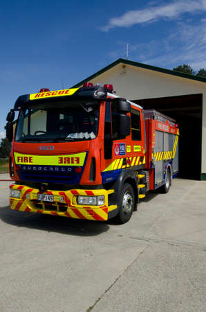 COOPERS BEACH, NZL  -NOV 14 2012: Fire and Emergency New Zealand Fire engine parking in a fire station. Fire and Emergency New Zealand is New Zealand's main firefighting and emergency services body. Éditoriale