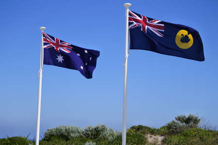 Flag of Western Australia waving beside the Flag of Australia in Perth Western, Australia. Banque d'images