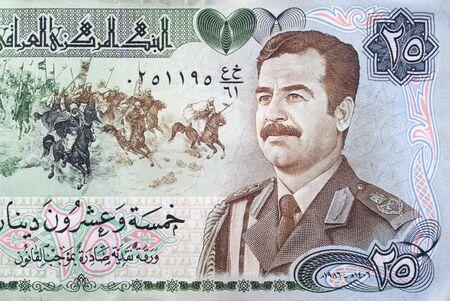 Oude Iraakse Dinar bank biljetten met Saddam Hoessein staand Stockfoto