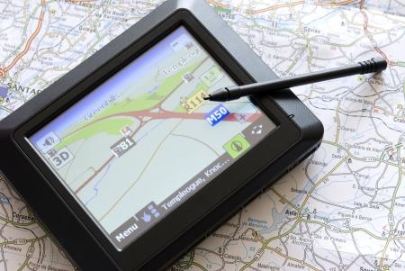 GPS global positioning apparaat met stylus pen en kaart Stockfoto - 5454586