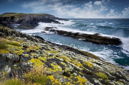 Rotsachtige kust van de Atlantische Oceaan tijdens stormachtig weer, Zuid-westen van Ierland Stockfoto - 14307600