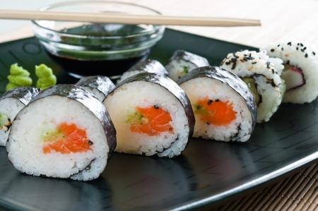 Selection of Japanese sushi arranged on black plate Foto de archivo