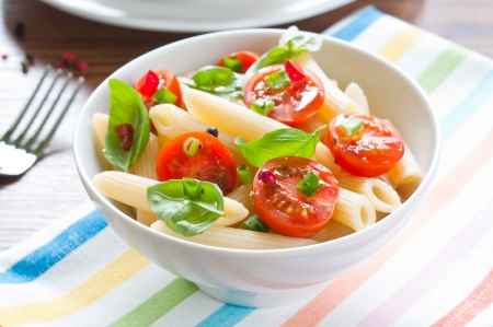 cherry tomatoes: Pasta salad with penne, cherry tomatoes and basil