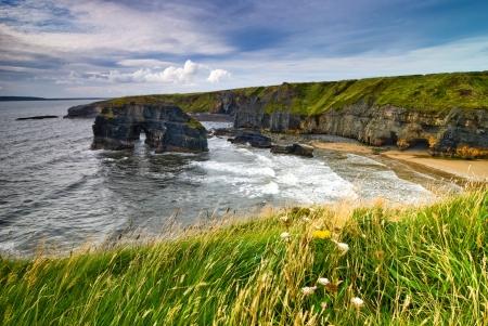 Kliffen boven de Atlantische Oceaan in County Kerry, Ierland, Europa