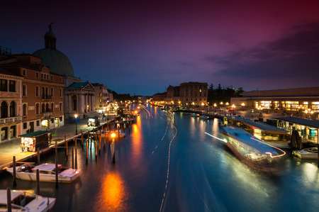 'S avonds in Venetië schoot lange blootstelling over het Canal Grande