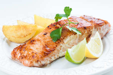 Grilled salmon with potatoes, lemon and parsley