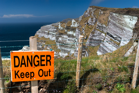 steep cliffs sign: Warning sign on the edge of high cliffs in County Kerry, Republic of Ireland Stock Photo