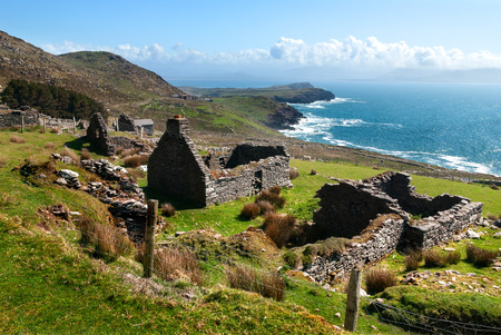 irish history: Ruins of historical ancient cottage in Dingle, County Kerry, Ireland