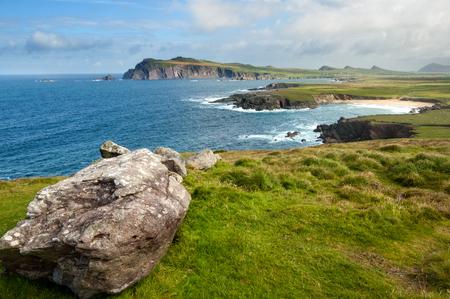Kliffen aan de kust bij Slea Hoofd, Dingle, Ierland