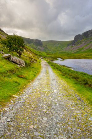 dingle peninsula: Beautiful valley on Dingle Peninsula with country road, lake and mountains