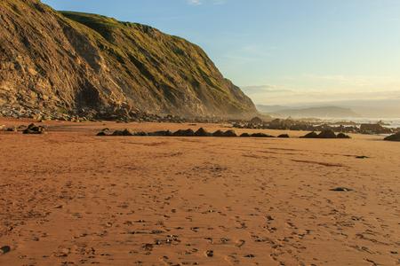 La maravillosa y peculiar playa de Barrika Foto de archivo - 87852979