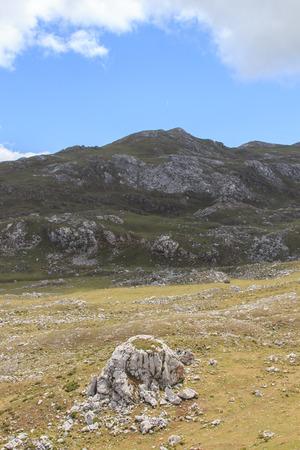 Route through the wonderful places of the Picos de Europa. Foto de archivo