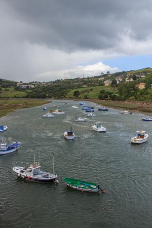 The estuaries of the beautiful village of Sant Vicent de la Barquera Editorial