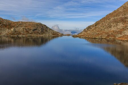 Reflection of the mountains in the Great Lake of Pressó Imagens